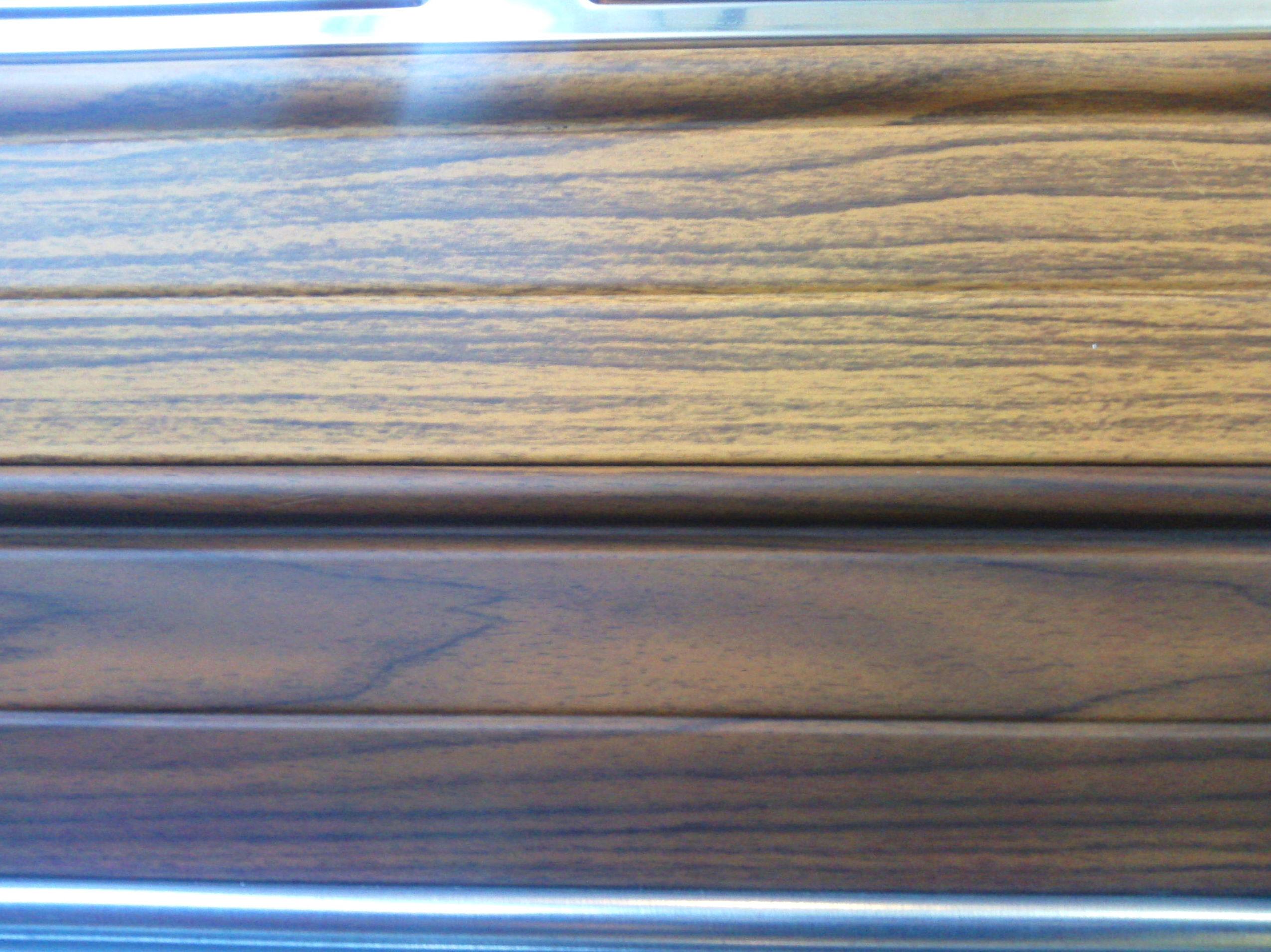 Lamas de puerta enrollable metálicas imitación madera