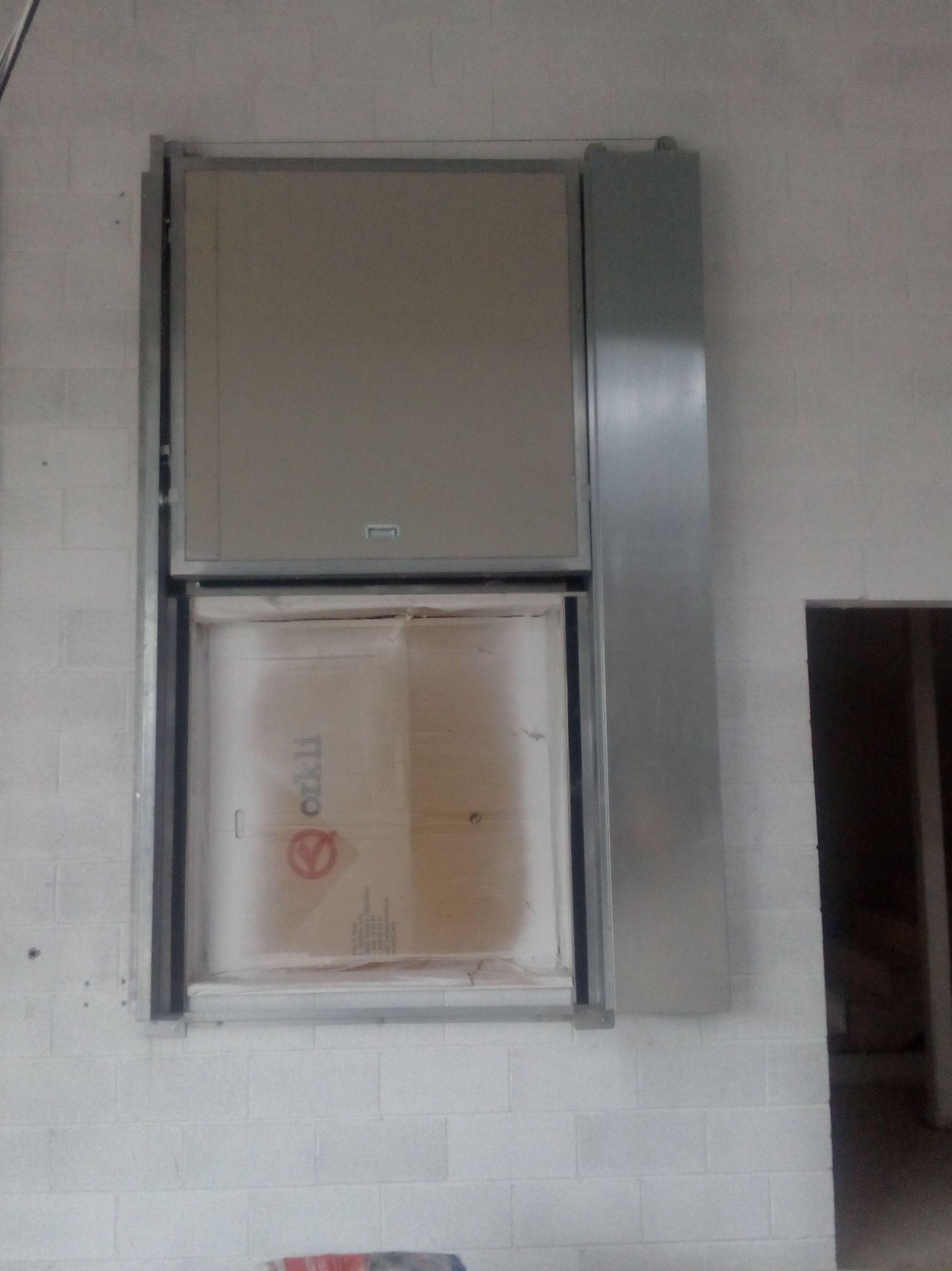 Puerta cortafuegos guillotina vertical , certificada con resistencia al fuego 90 minutos