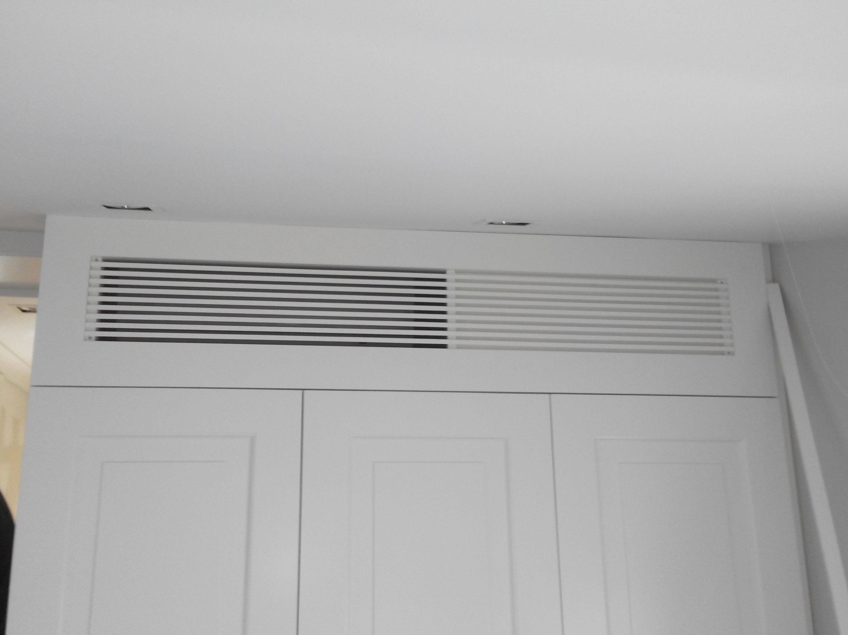 Climatización oculta sobre armario