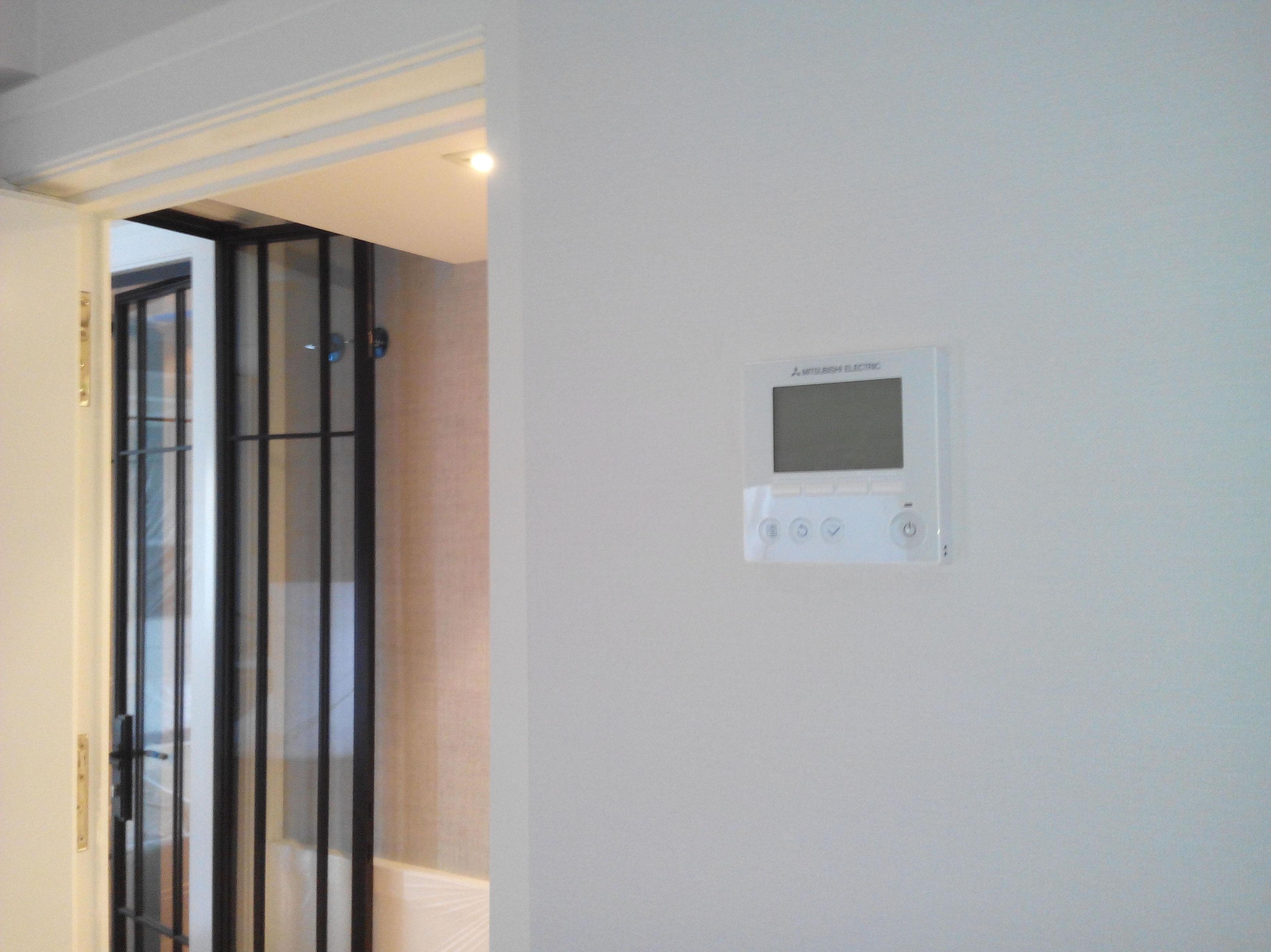 Termostato de pared con pantalla táctil