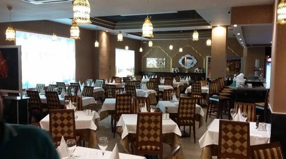Interior de nuestro restaurante de cocina india en Majadahonda