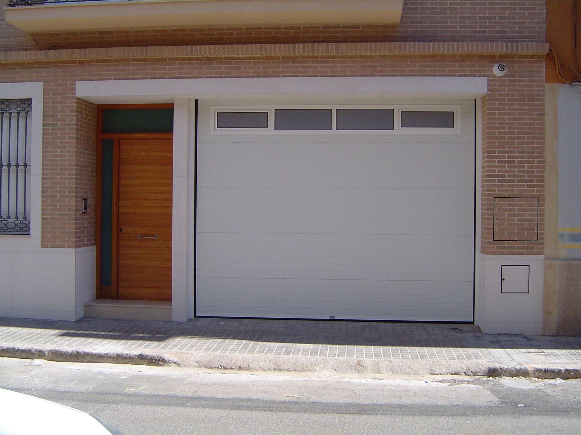 Foto 5 de Puertas de garaje en | Portaloy