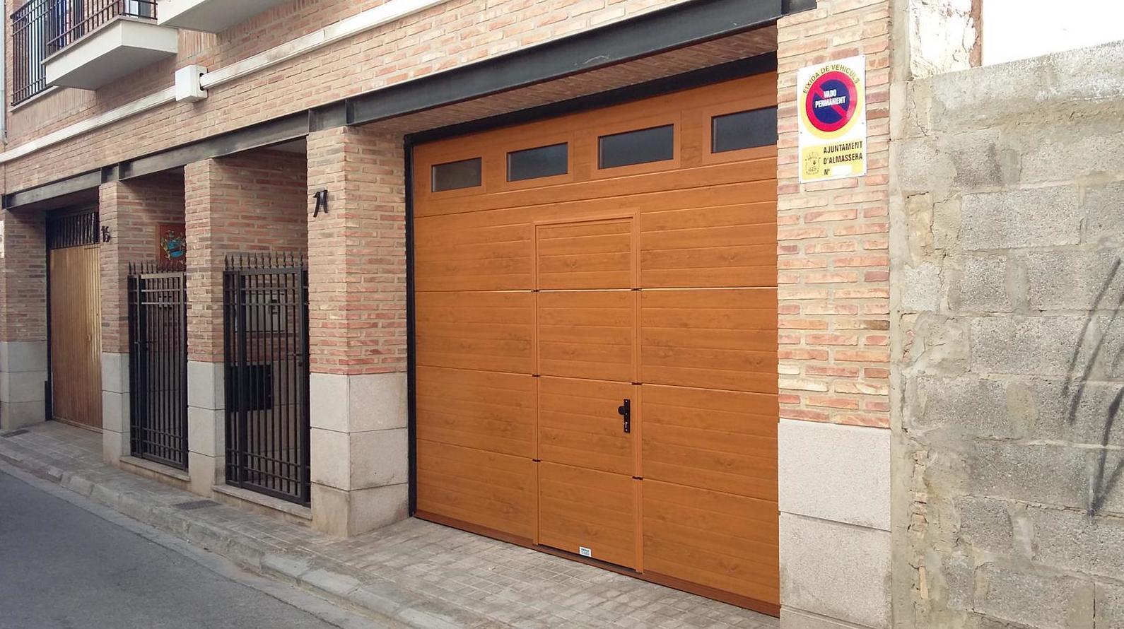 Foto 18 de Puertas de garaje en  | Portaloy