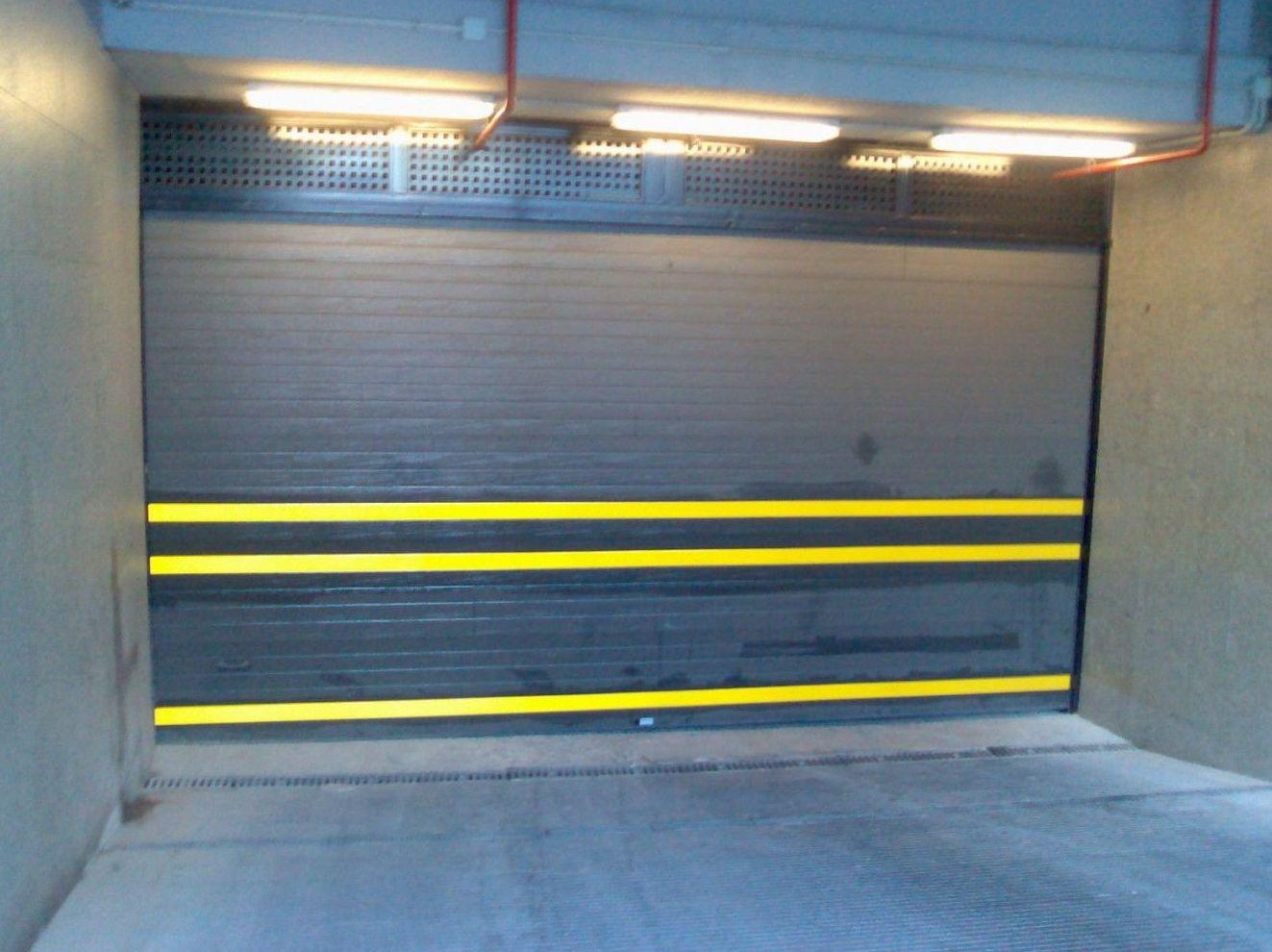 Puertas seccionales lacadas para garaje