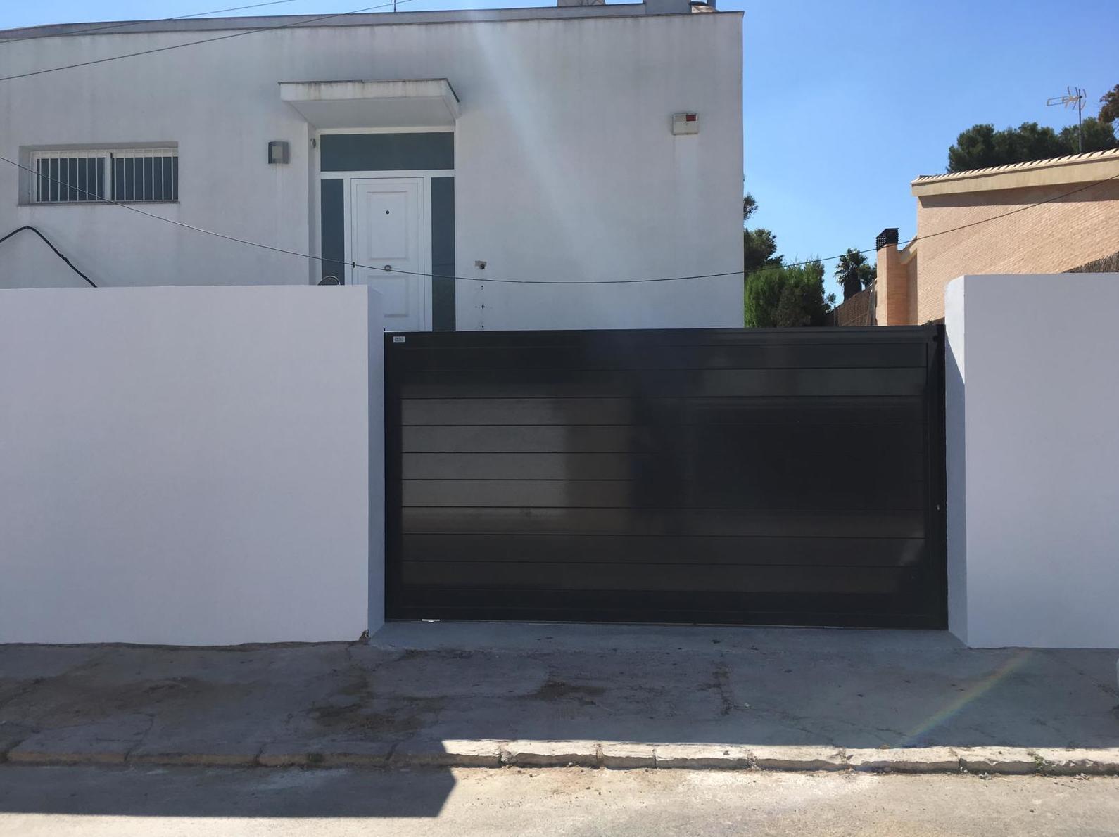 Foto 14 de Puertas de garaje en    Portaloy