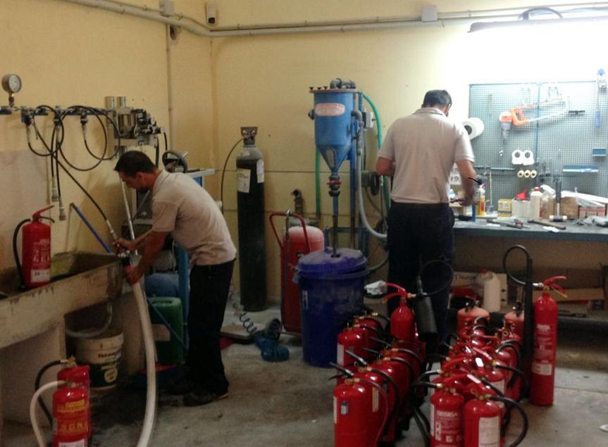 AllIntegra, carga y mantenimiento de extintores. Taller de trabajo