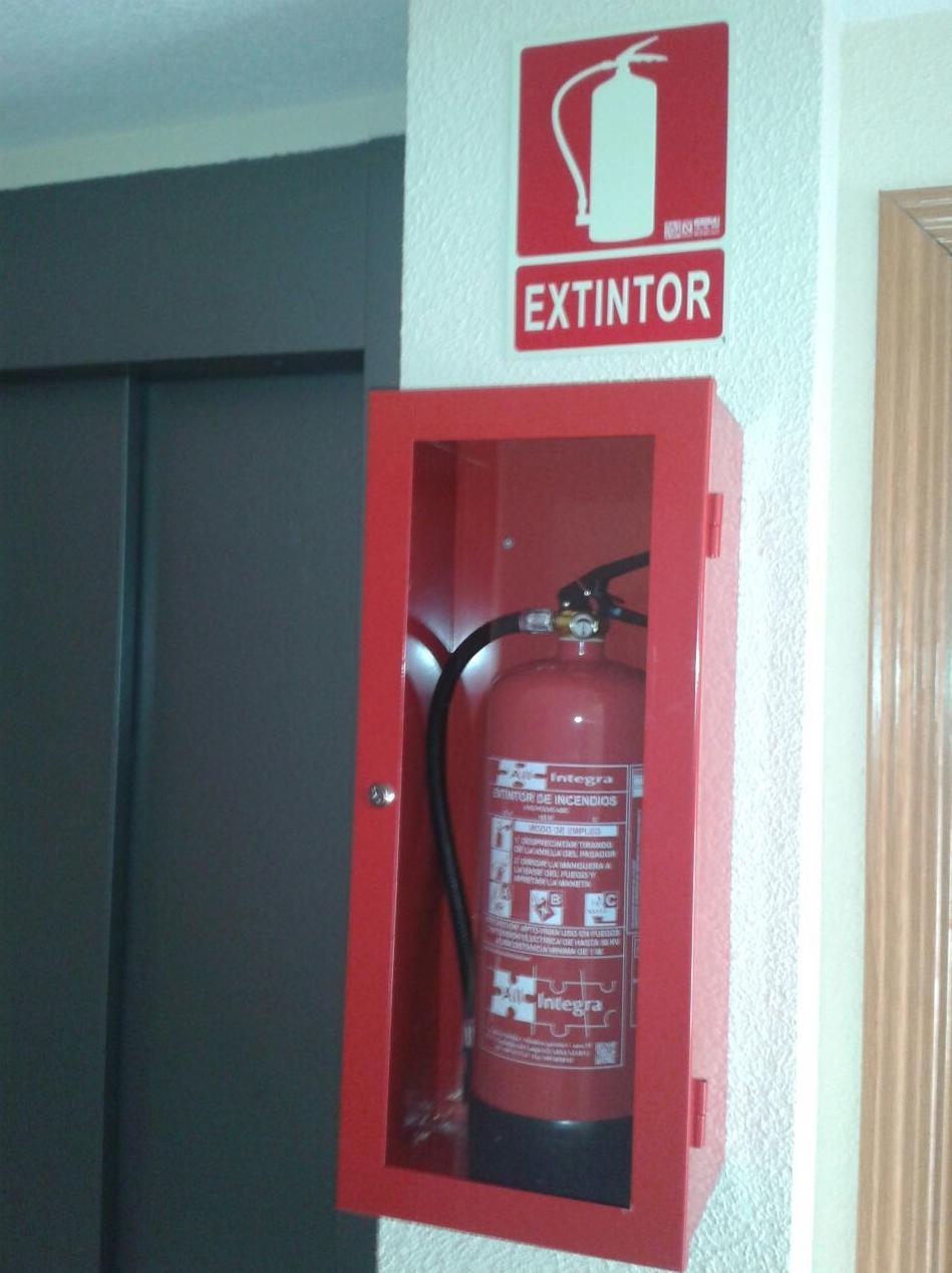 Extintor en armario