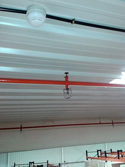 Instalación y mantenimiento de rociadores y sistemas de detección contra incendios