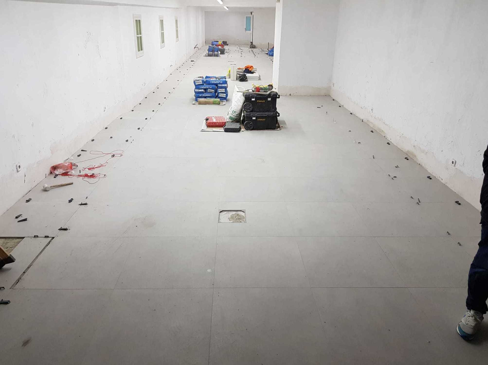 Foto 1 de Instalaciones en Barcelona | REHABILITACIONES CORNEJO  S.L
