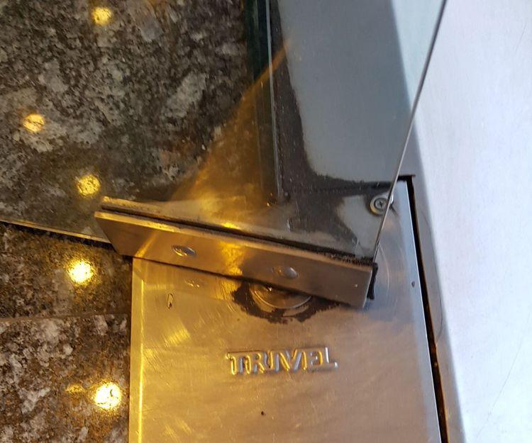Detalle de puerta de cristal