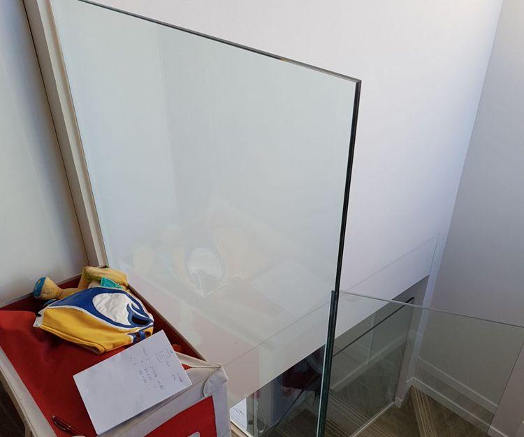 Instalación de barandillas de cristal interiores