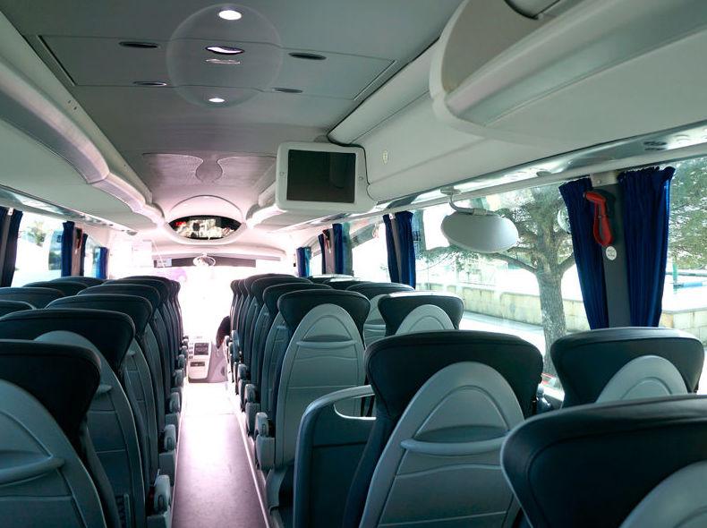 Autobús con televisión