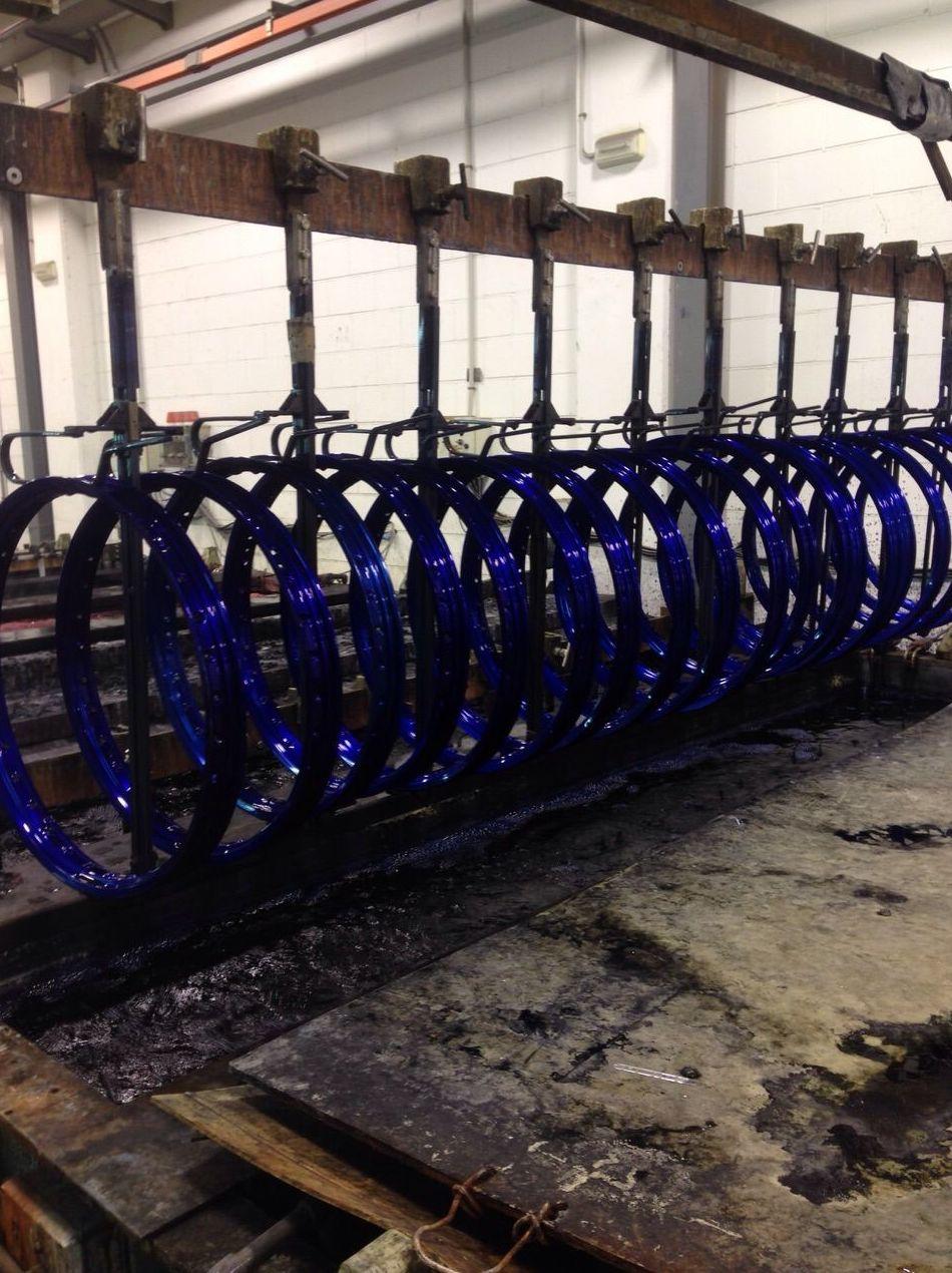 Llantas Anodizado Azul en Badalona