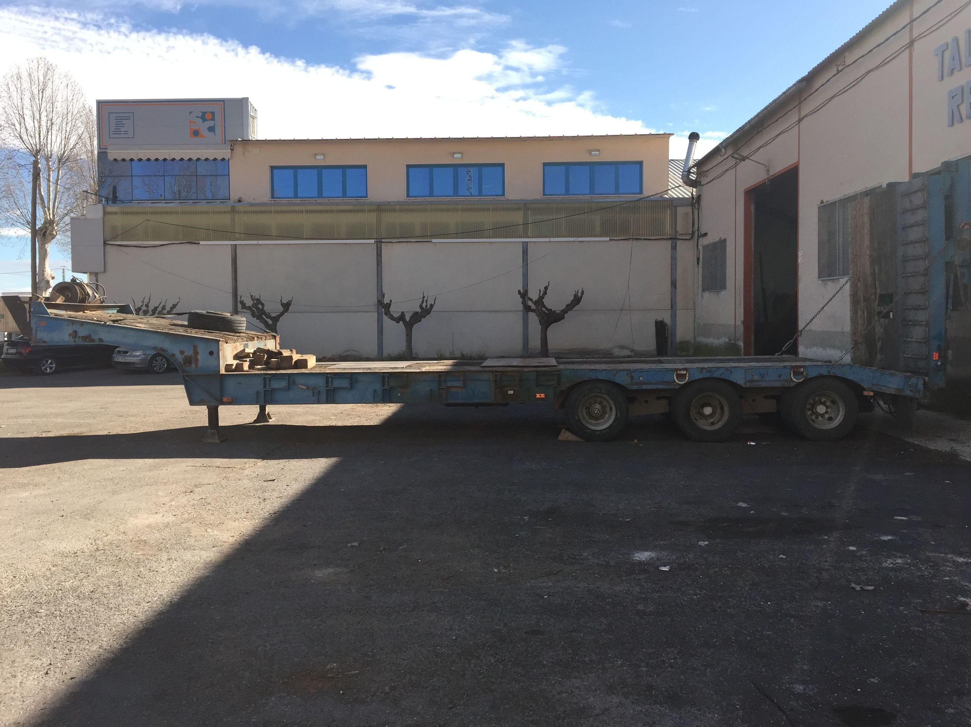 Reparación y modificación de góndolas para transporte de vehiculos pesados.