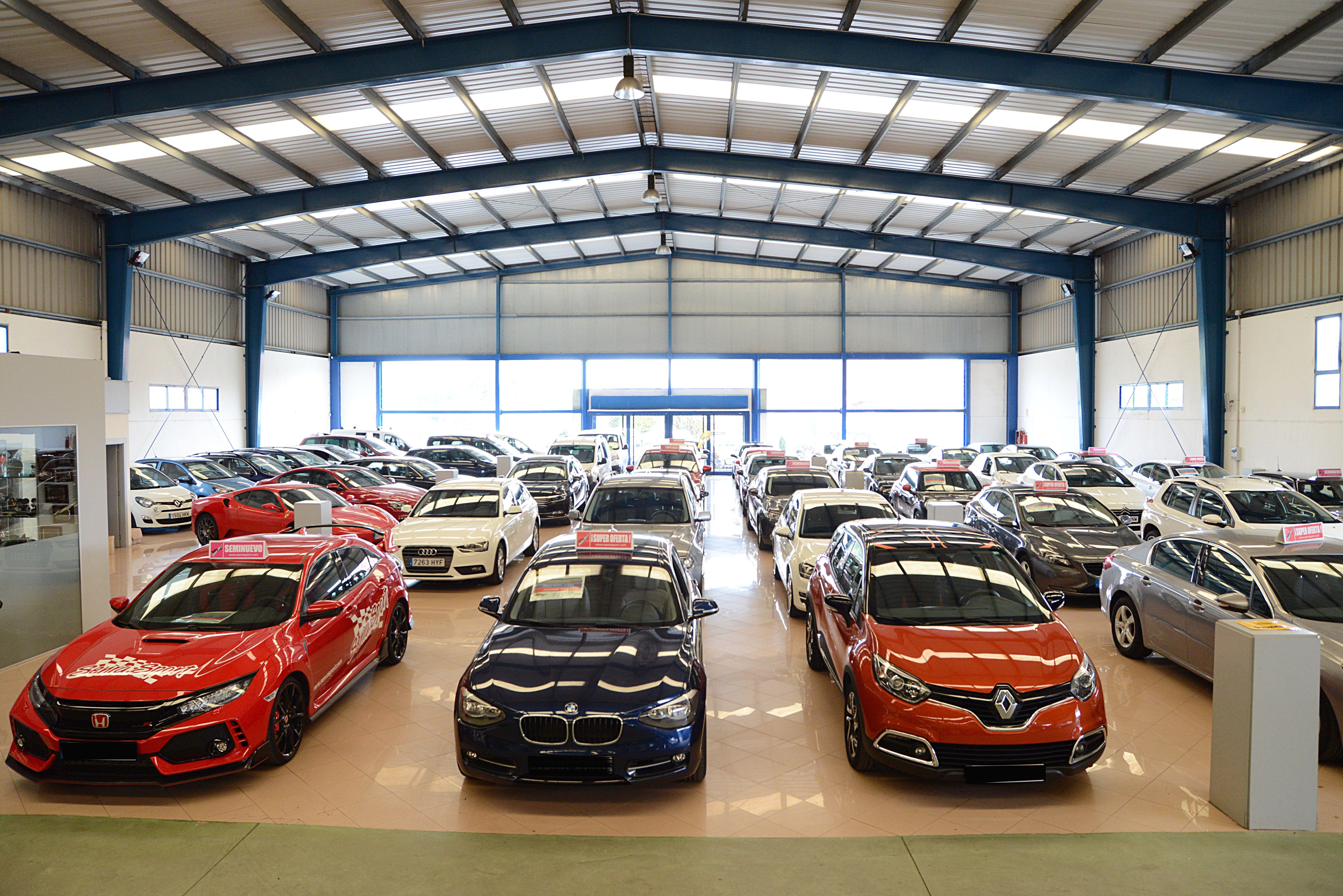 Exposición interior de coches en Senra Sport