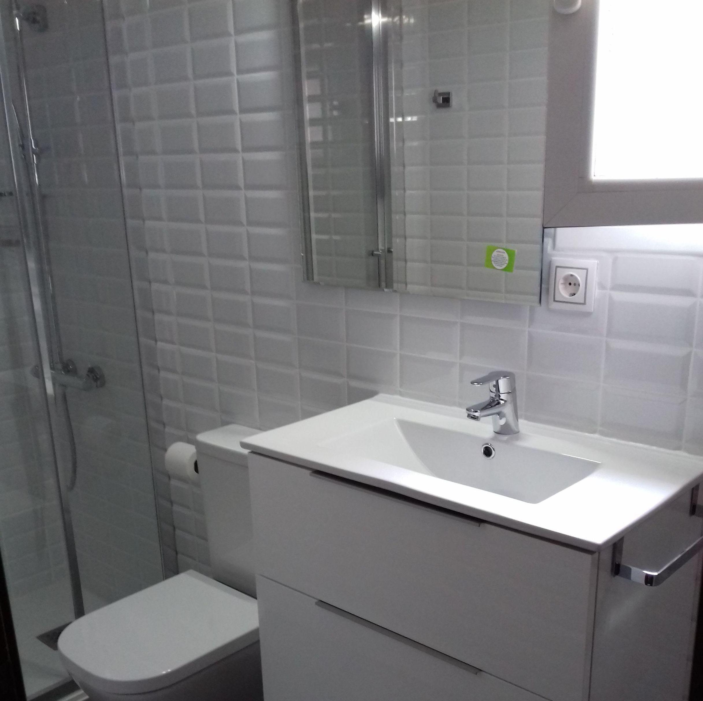 Reformas baños: Servicios de REFORMAS BAÑO MODERNO