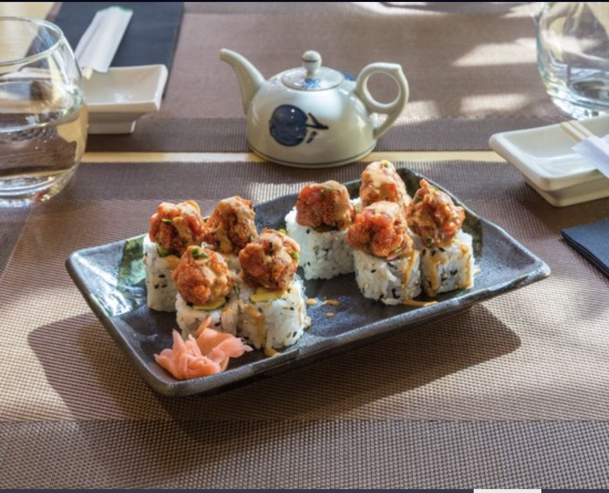 Uka-Maki Rolls: Especialidades de Restaurante Isami