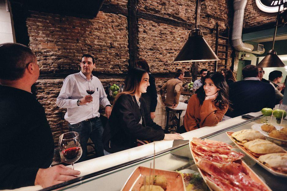 Restaurante con una amplia selección de productos ibéricos de bellota