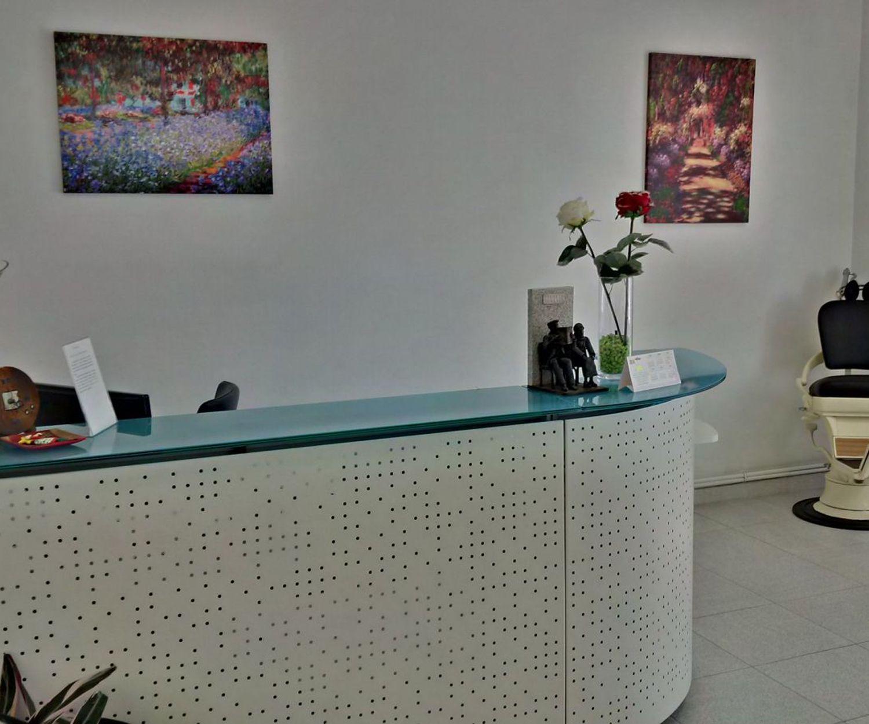 Recepción de nuestra clínica dental en Santiago de Compostela