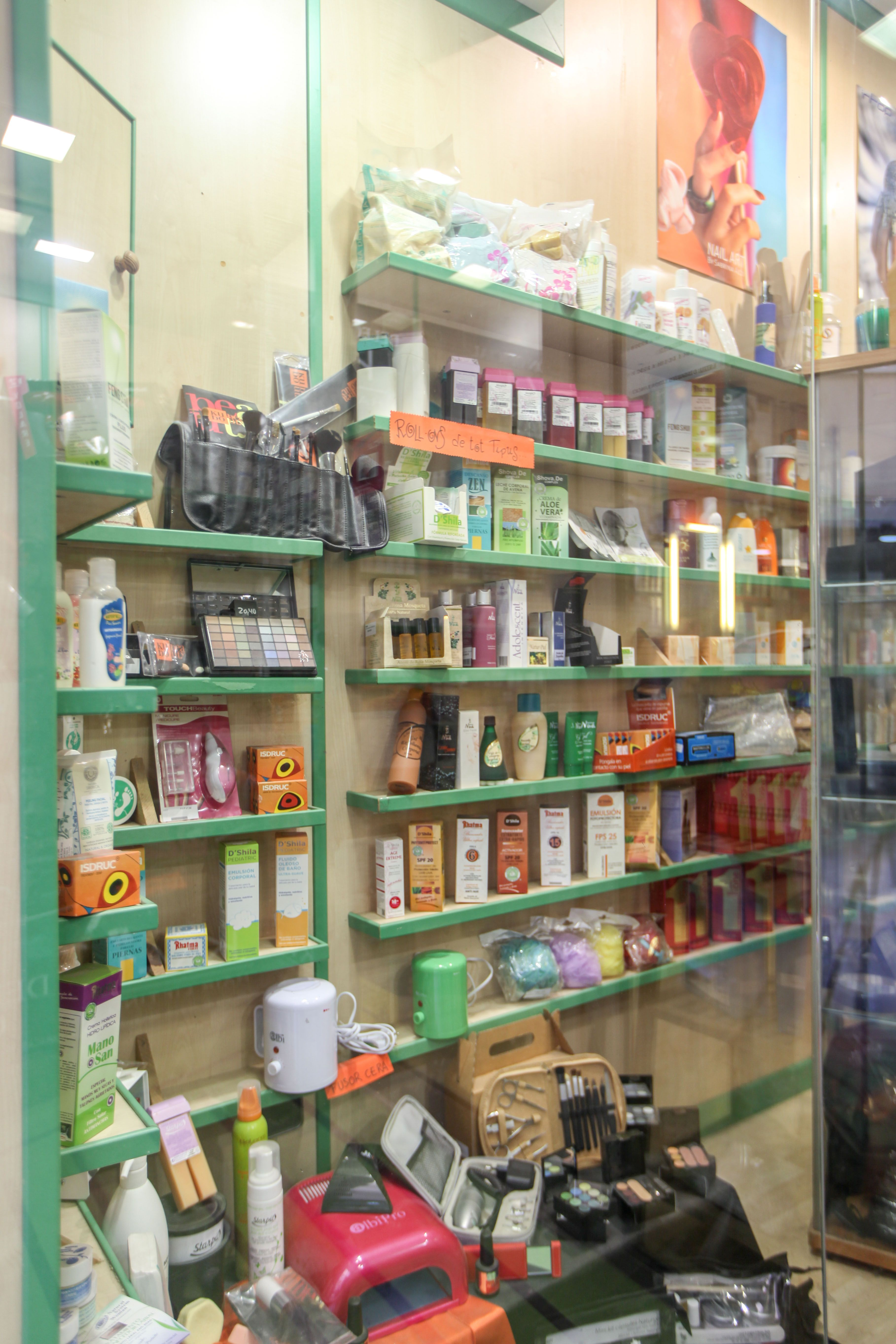 Foto 1 de Peluquería y estética (distribución) en Vilafranca del Penedès | Montse Domingo Distribucions