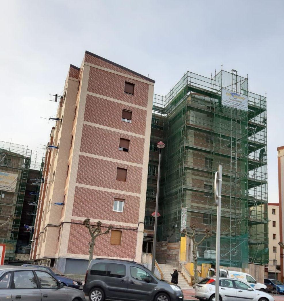 Reforma de fachada Aislada (SATE-PLAQUETA)