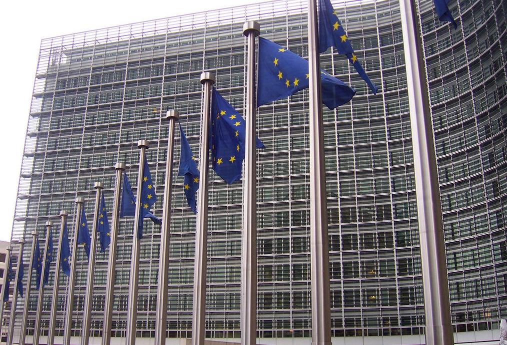 """Bruselas marca """"una senda hacia el futuro"""""""