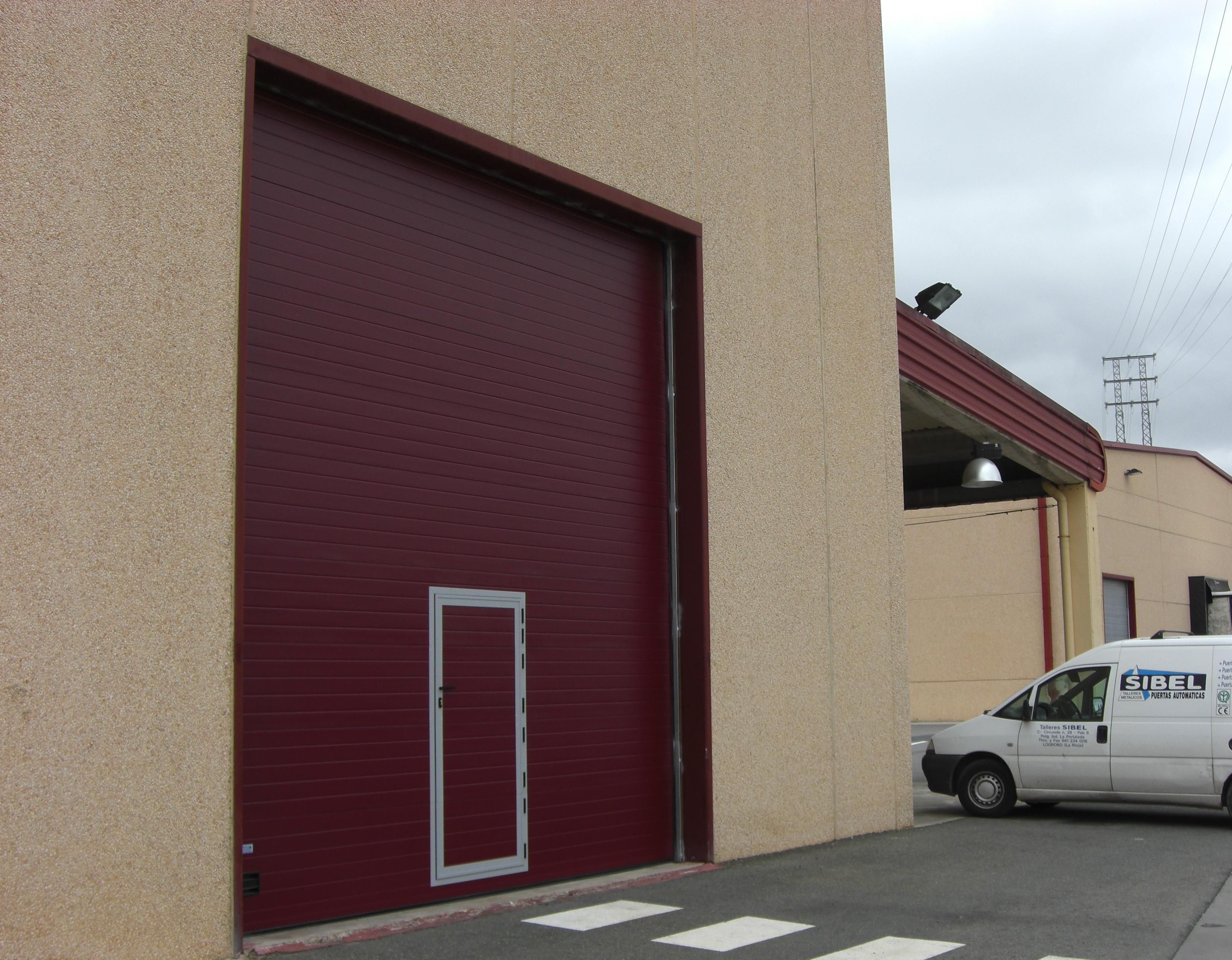 Puerta seccional industrial de guillotina