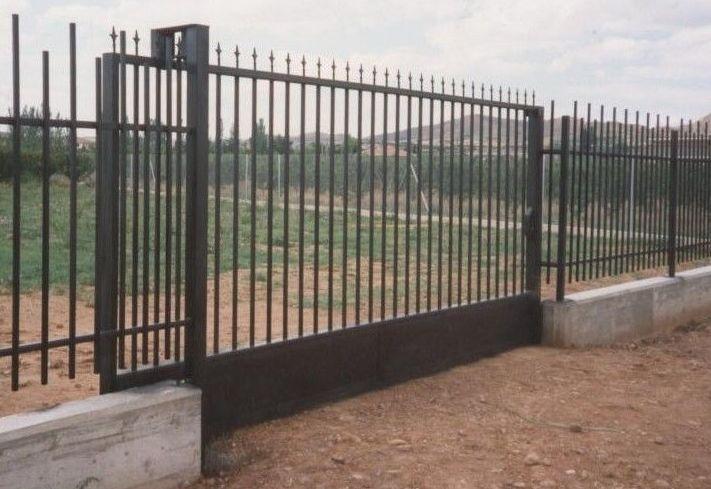 Puerta corredera productos y servicios de talleres sibel for Puerta corredera de taller