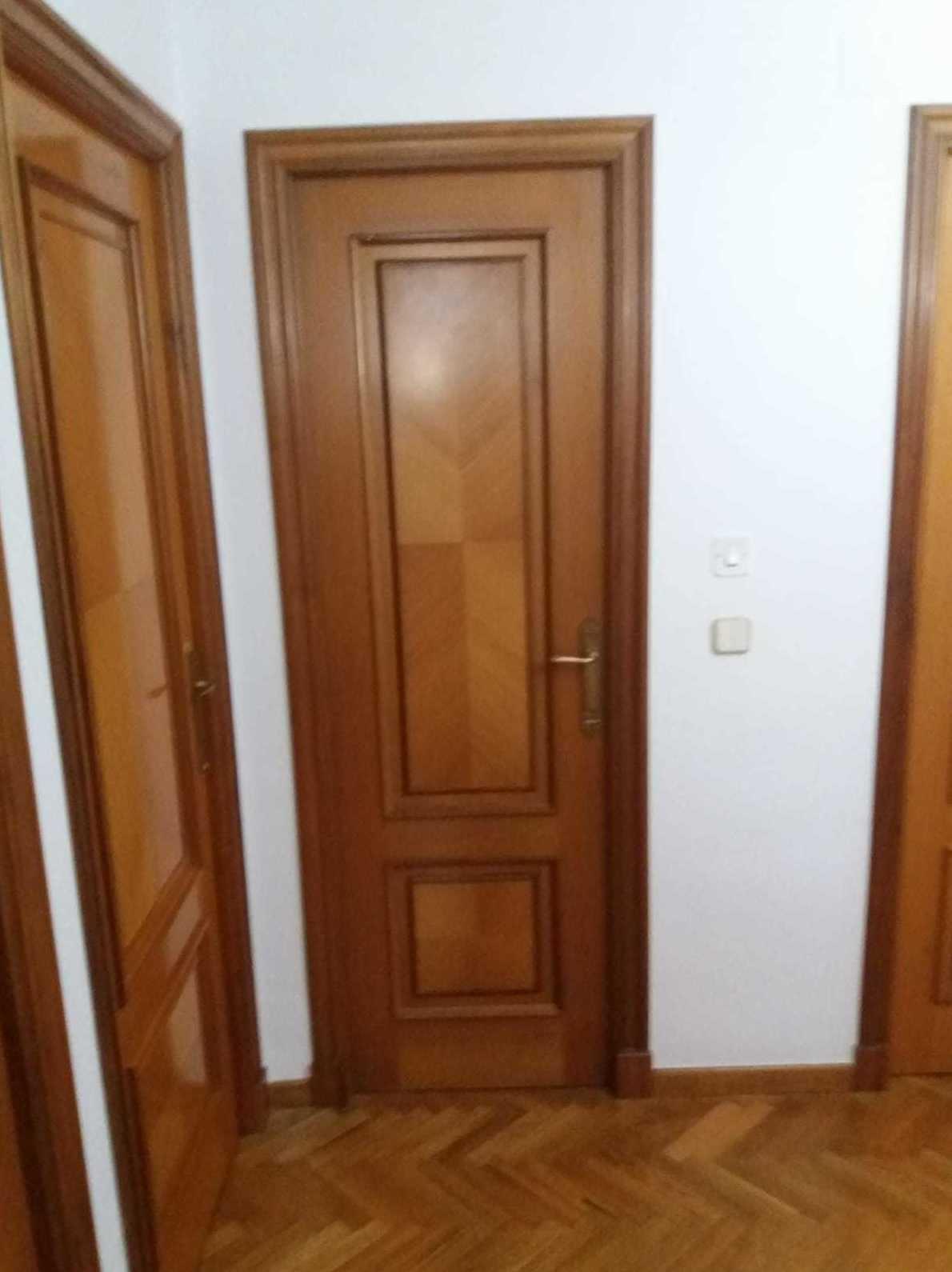 Puertas plafonadas de madera