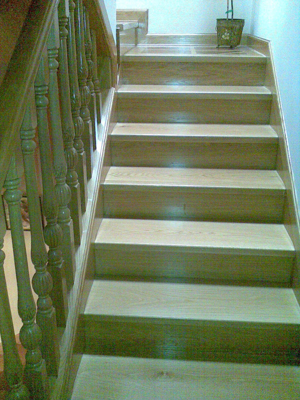 Escaleras de madera a medida en Las Navas del Marqués Ávila