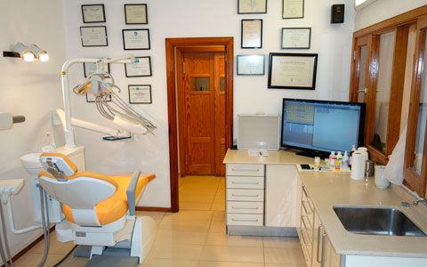 Gabinetes dentales dotados de los últimos avances