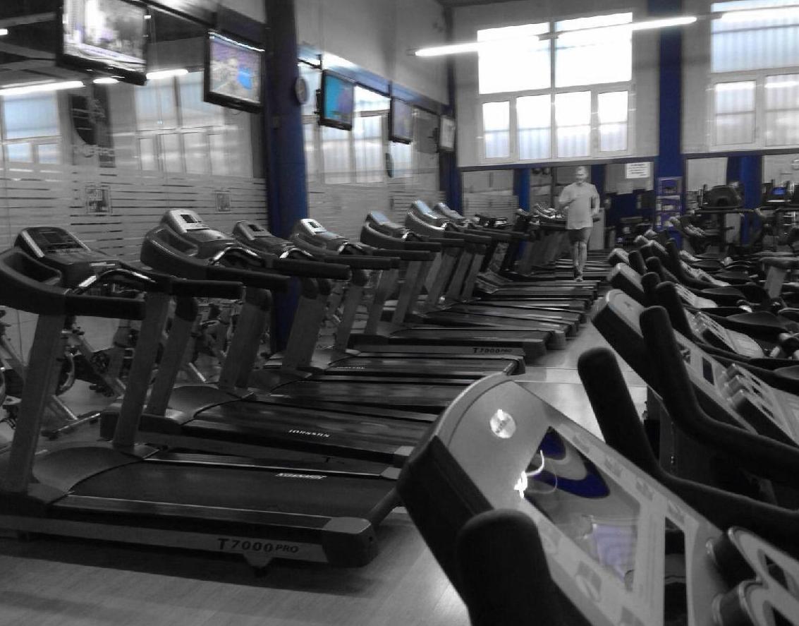 Sala de máquinas en el gimnasio Body Factory Pasillo Verde
