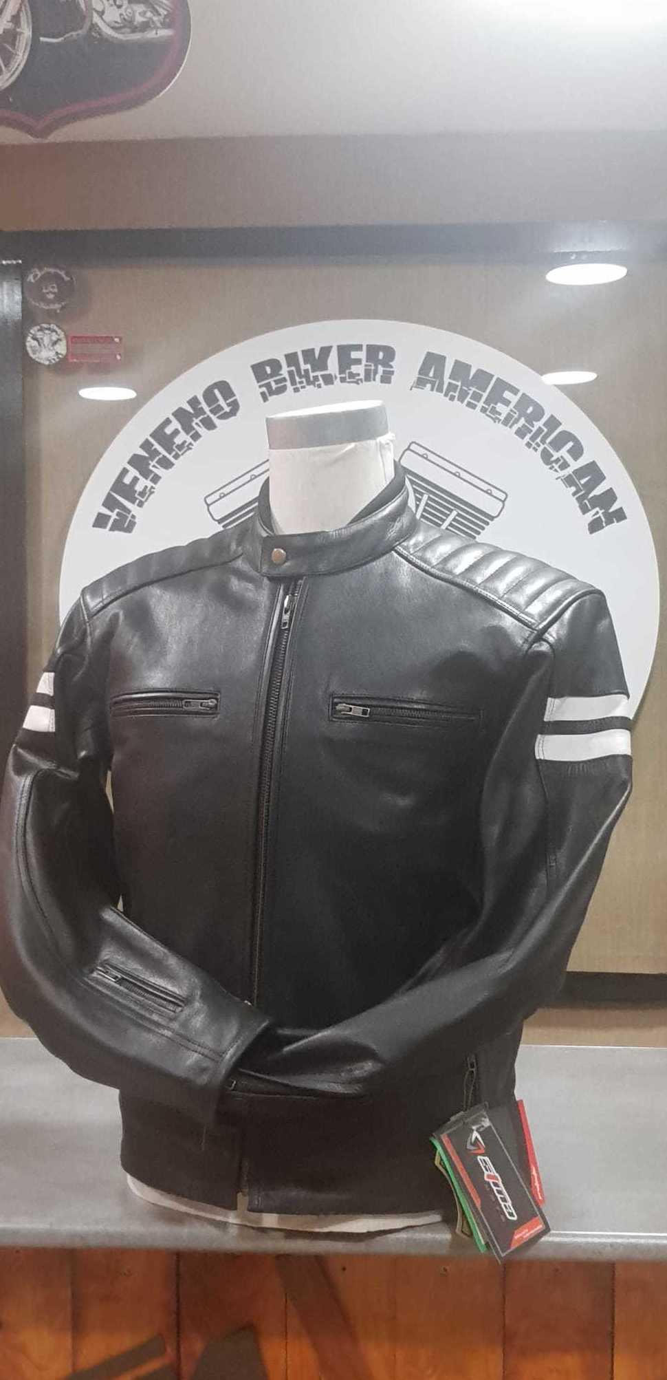 chaqueta de piel con protecciones 185,00€