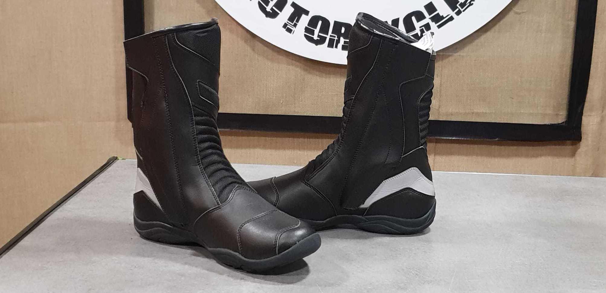 botas altas impermeables con doble cierre de cremallera 79,00€