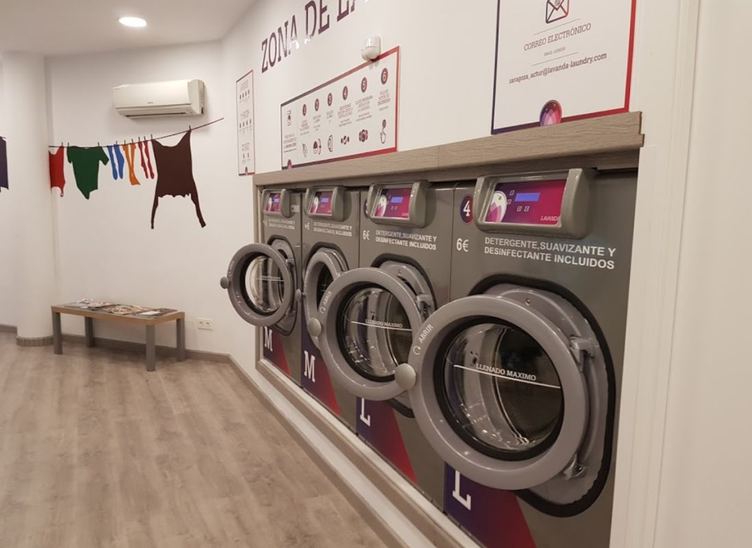Lavandería con lavadoras de gran capacidad en Zaragoza