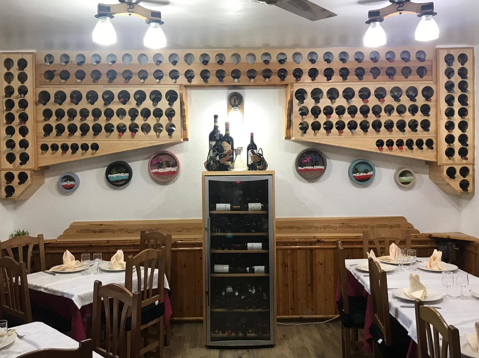 Restaurante con bodega de vinos en Virgen de la Vega, Teruel