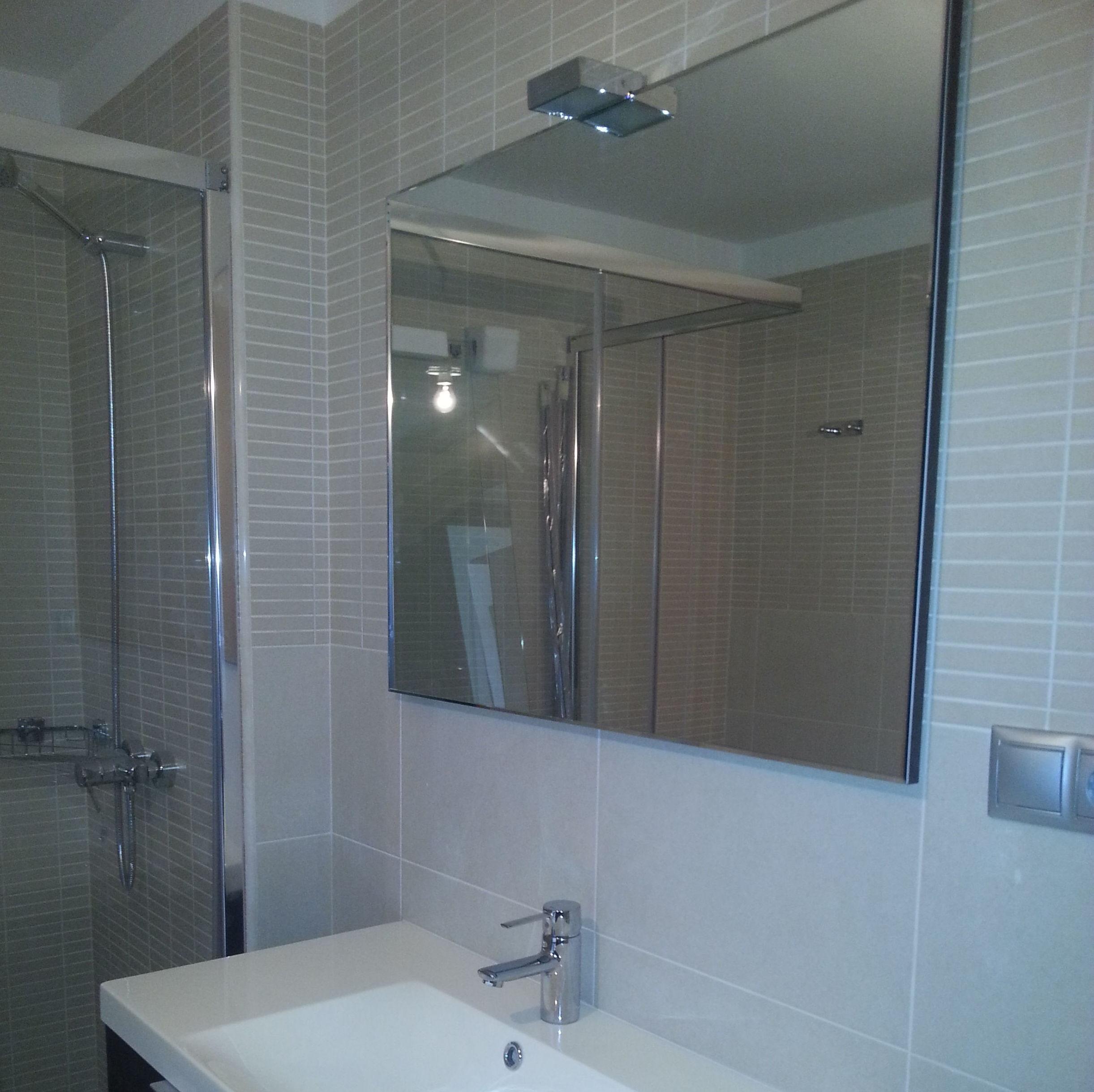 Complementos para baño.Mamparas,espejos y todos sus accesorios.