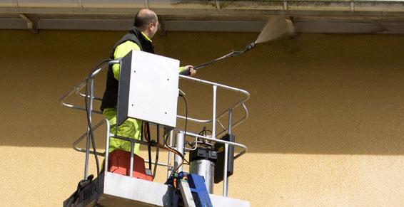 Limpiezas de comunidades: Servicios de Serliman