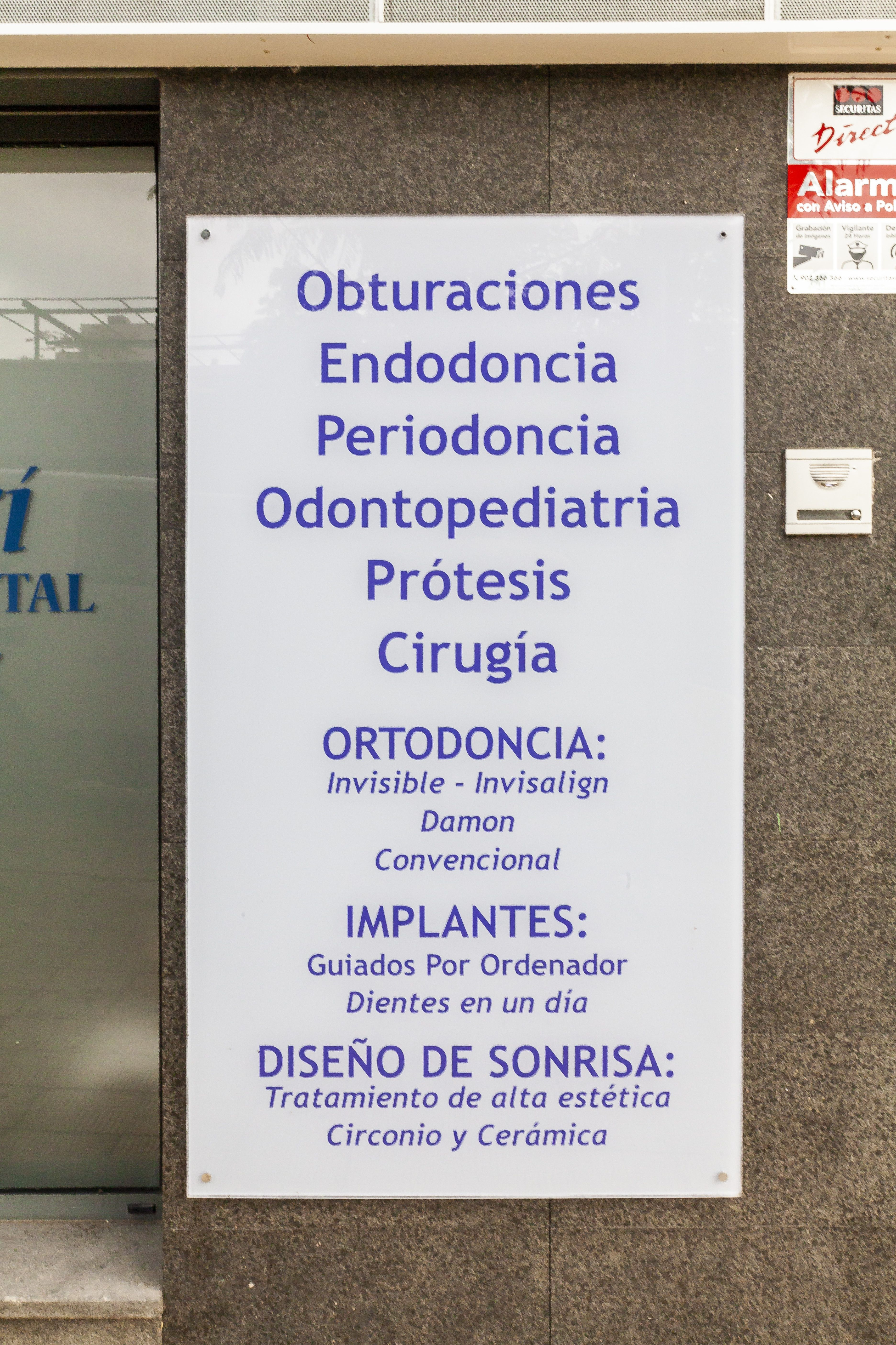 Cartel Centro de Estética Dental Innova