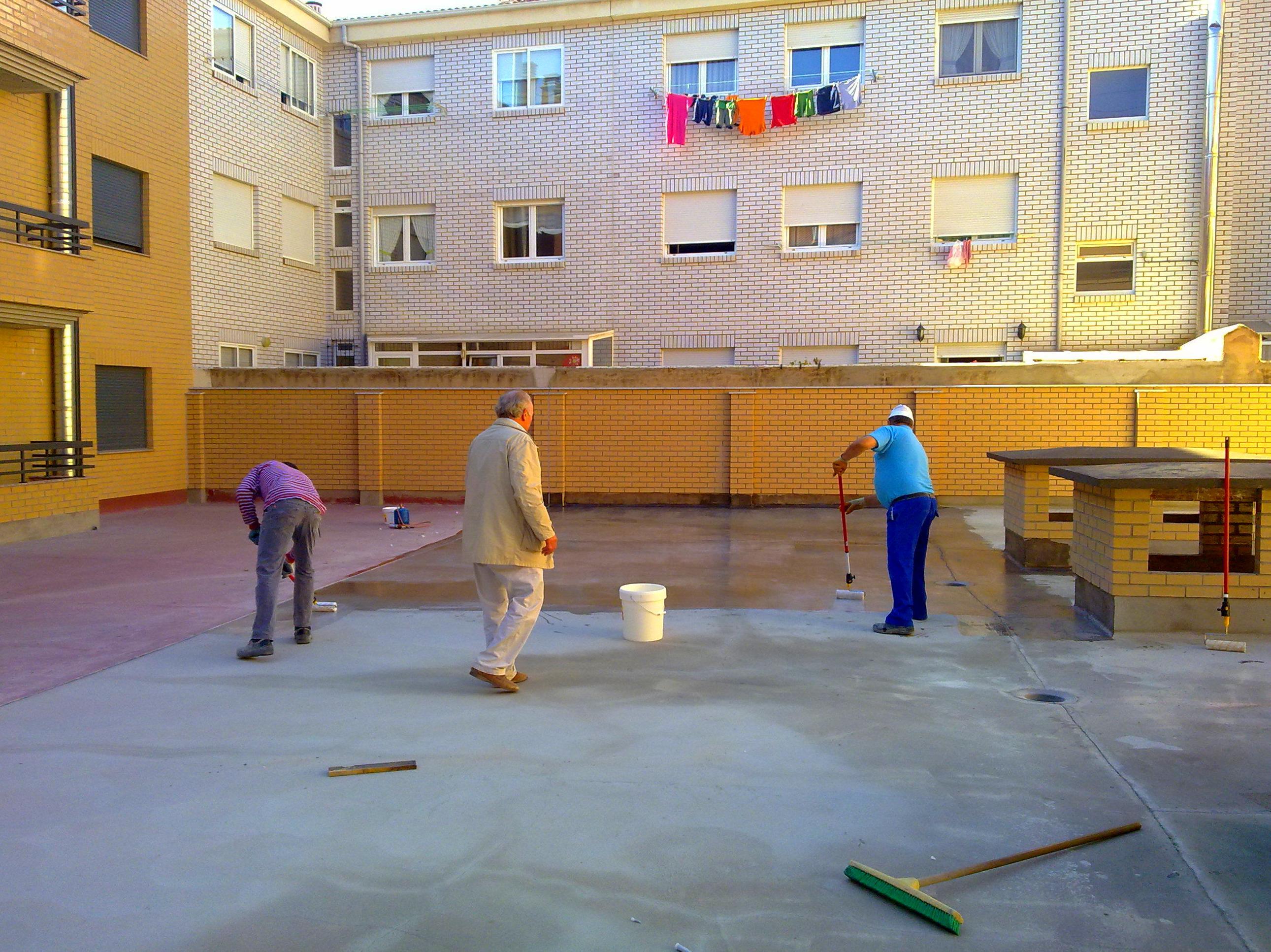 Impermeabilización de terraza transitable con membrana de poliuretano elástica MASTERSEAL 640