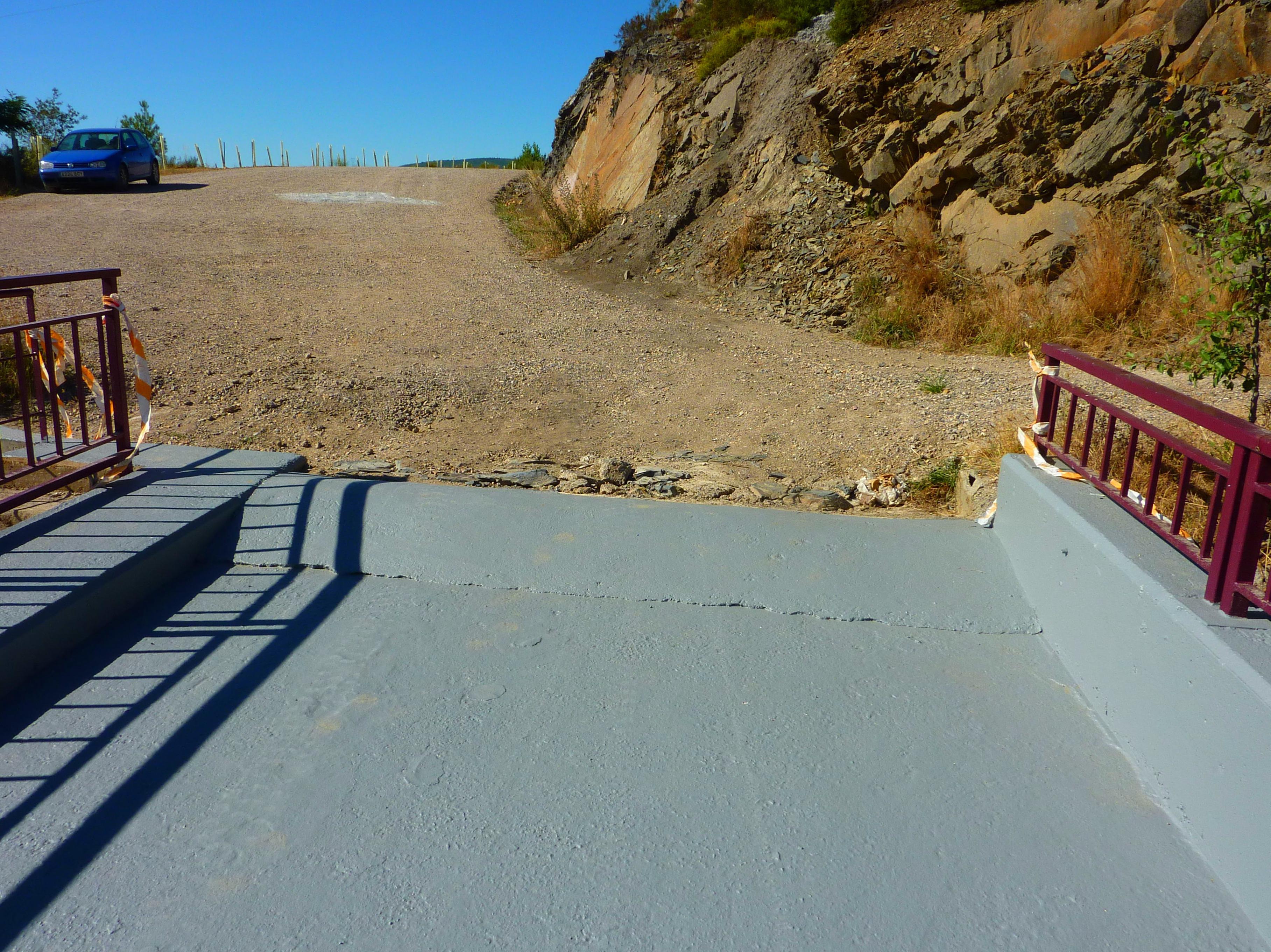 Reparación y pintura del camino de rodadura de la Presa de Villagatón