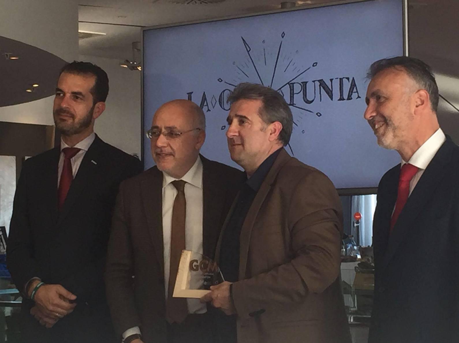 El Restaurante La Otra Punta recogiendo la distinción como patrocinador y restaurante oficial del Gran Canaria maratón 2017