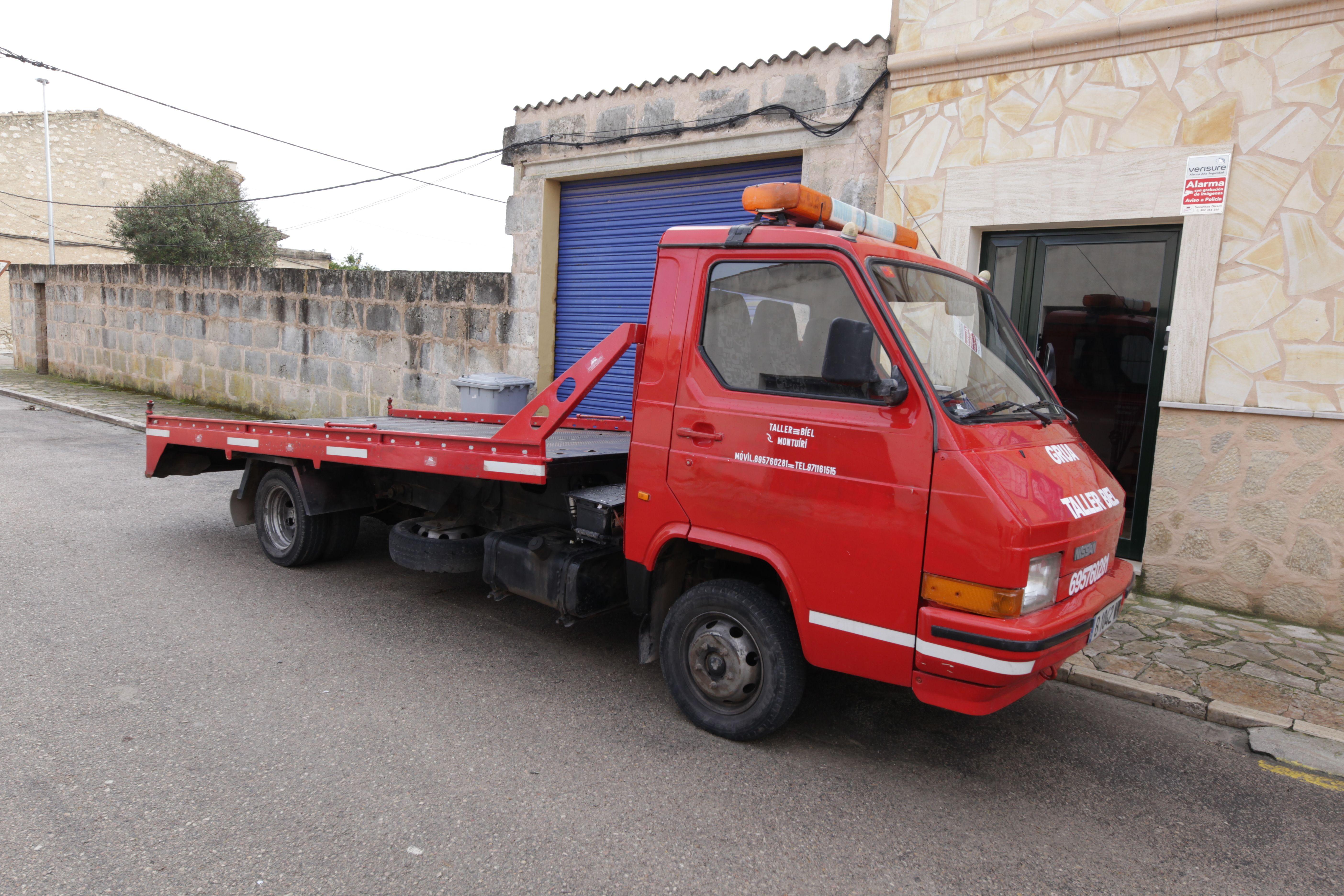 Contamos con grúa para transportar los vehículos hasta nuestro taller