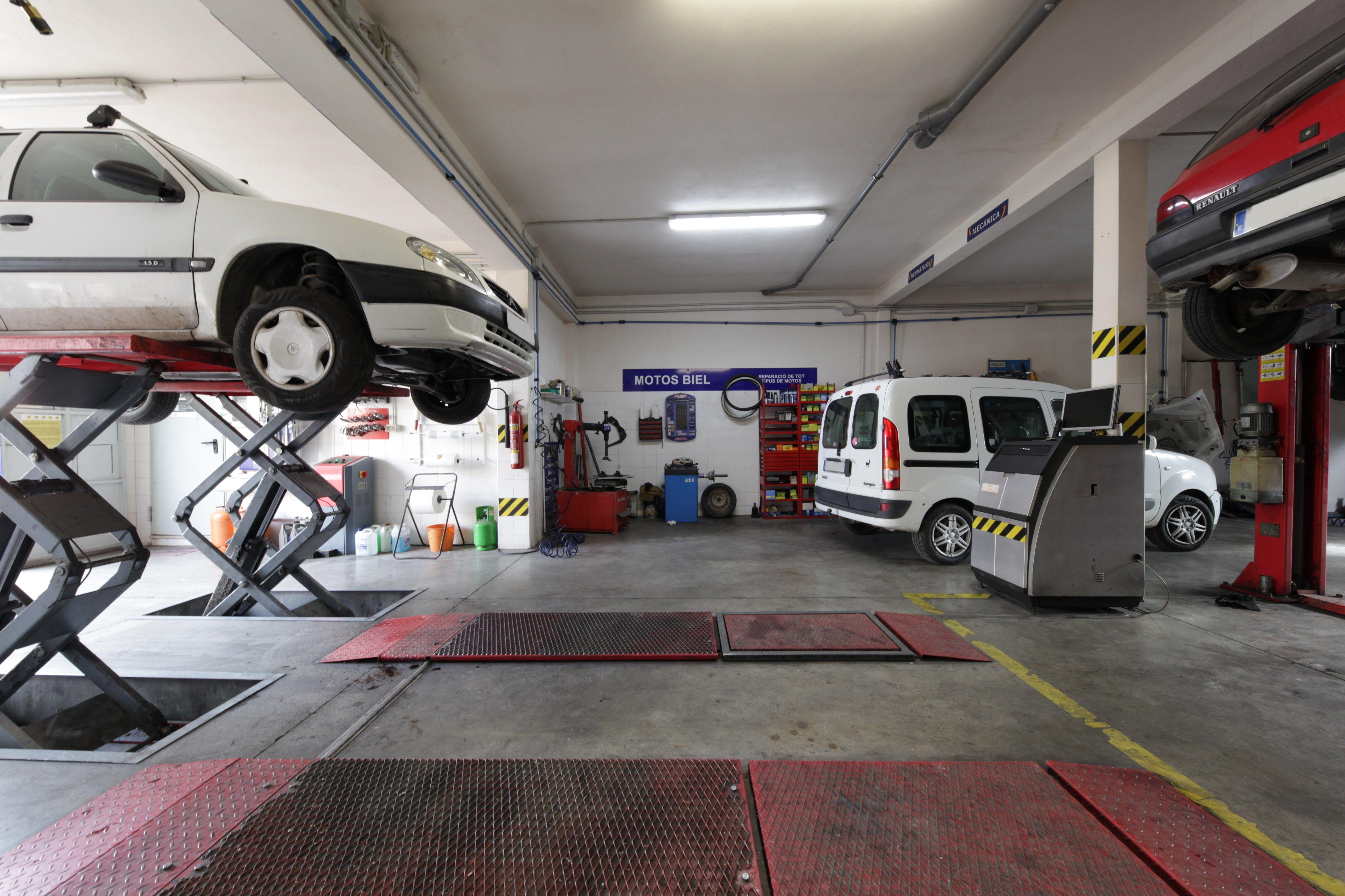 Servicios de mecánica rápida, realizamos arreglos de chapa y pintura y fallos en el sistema de climatización