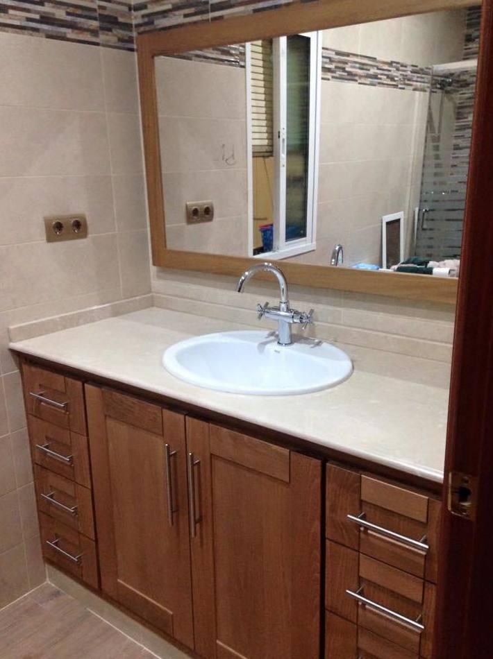 Mueble baño en madera de haya tintado en Puertollano, Ciudad Real