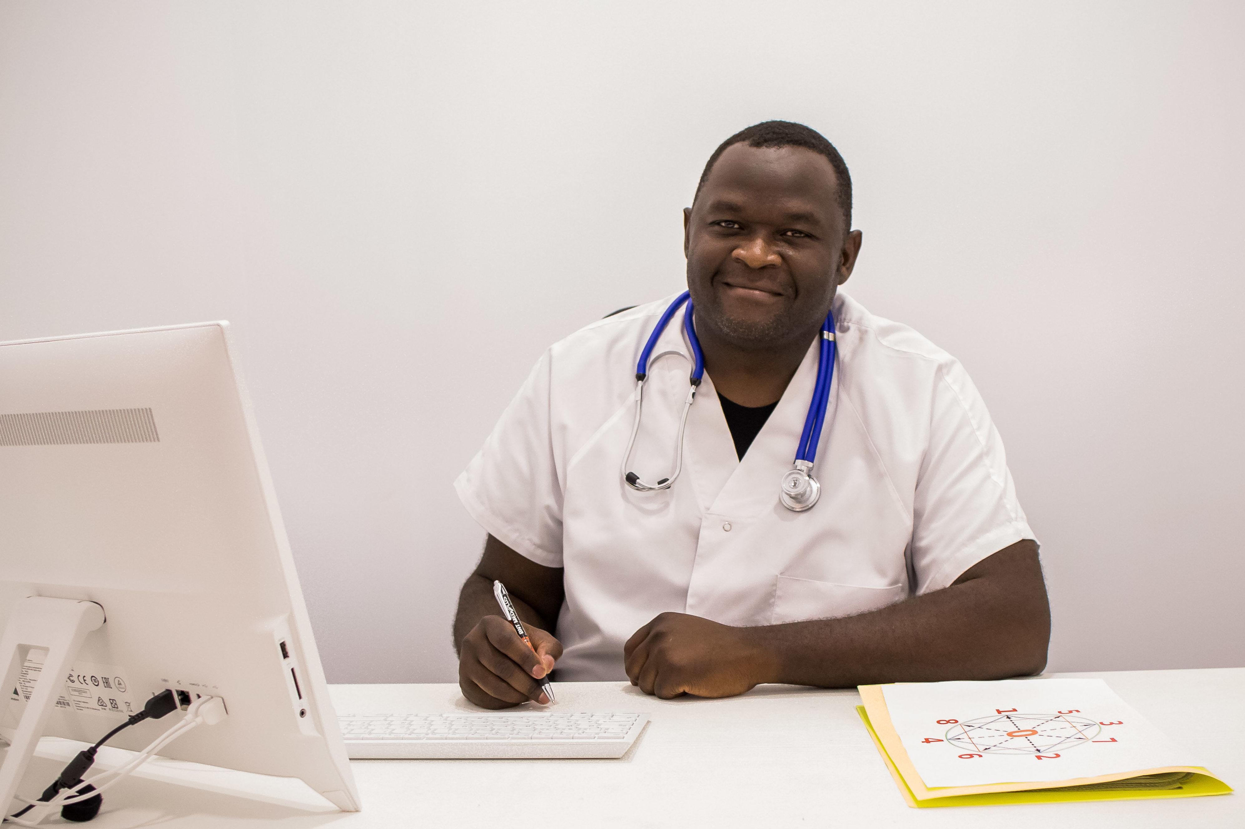 Objetius del Dr. Bertrand Njionhou (Coordinador Médico)