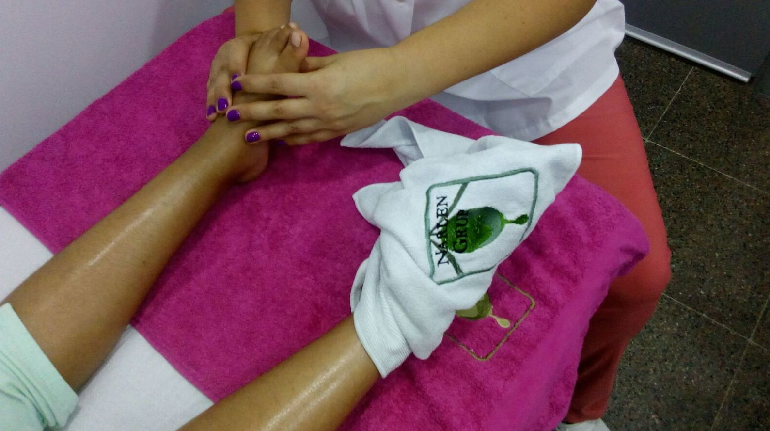 Massatge terapèutic i reflexología podal  : Servicios de BNT MEDyPLUS