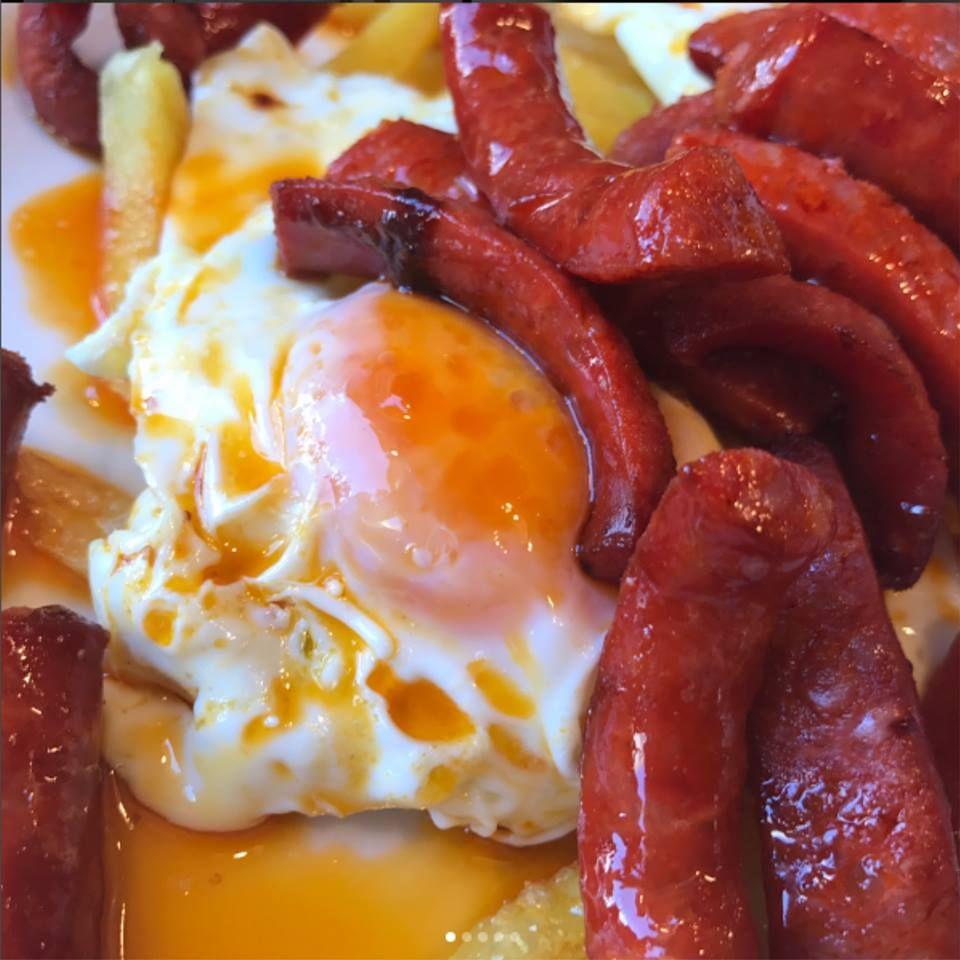 Los huevos y patatas: La carta  de Dos Chata