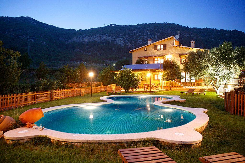 Casa rural con piscina en Canyelles