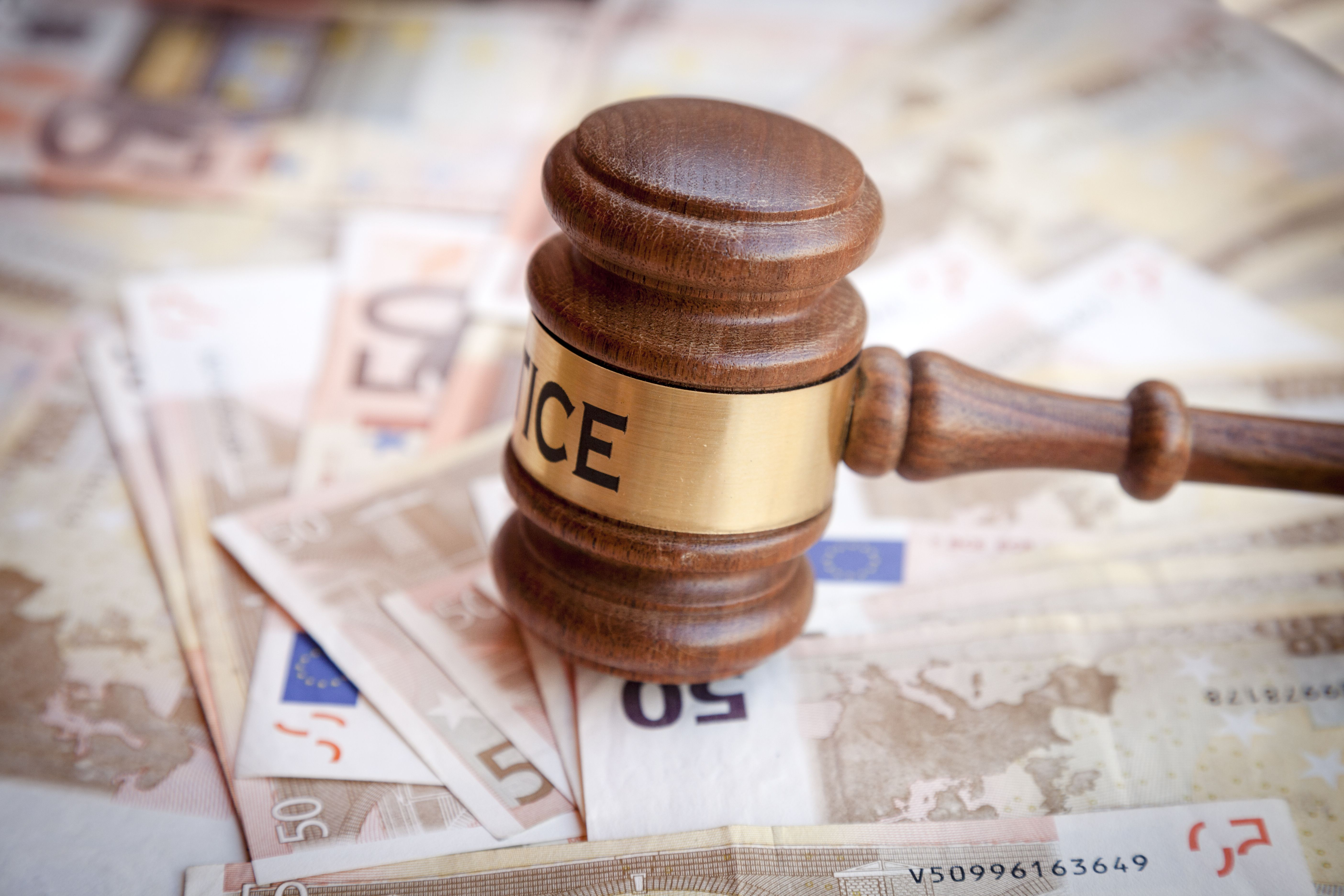Asistencia legal en delitos económicos en Adeje